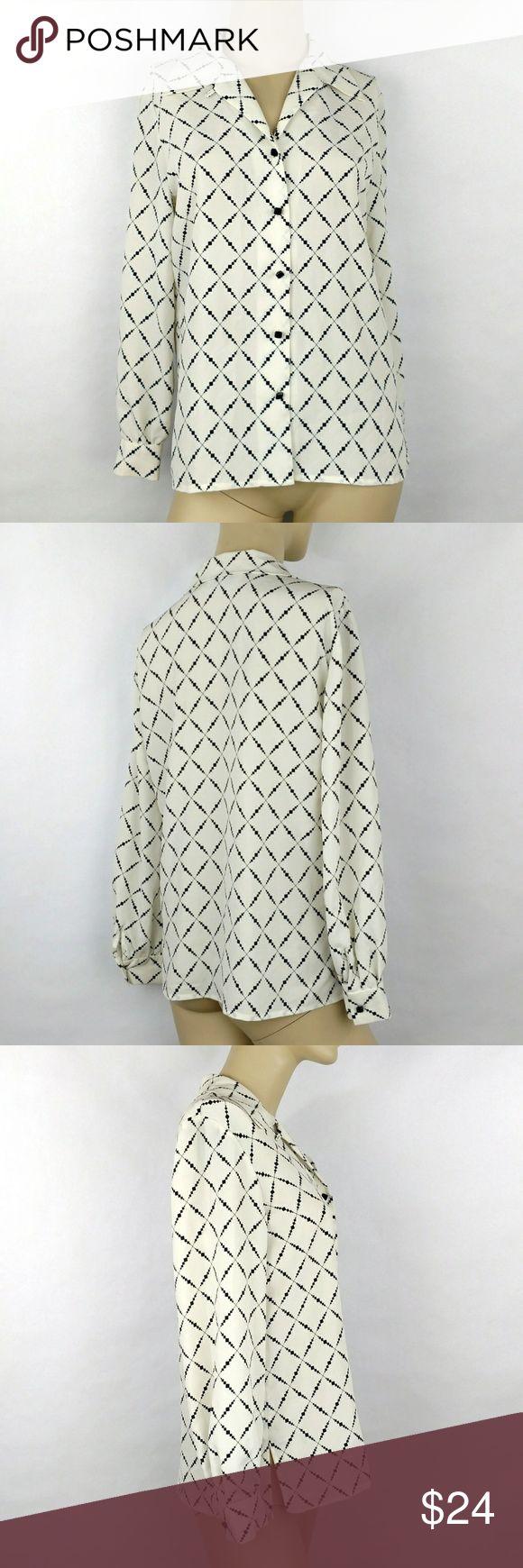 LIZ CLAIBORNE PETITE Long sleeve top size 4 LIZ CLAIBORNE PETITE Button down Long sleeve top Career blouse Women's 4 Very light,cool and comfortable.  (H) Liz Claiborne Tops