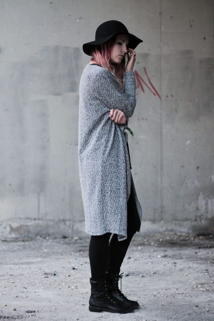 Grunge outfit: black hat and long knitted cardigan. more photo on frogoncatwalk.com | IG @sofibalogh
