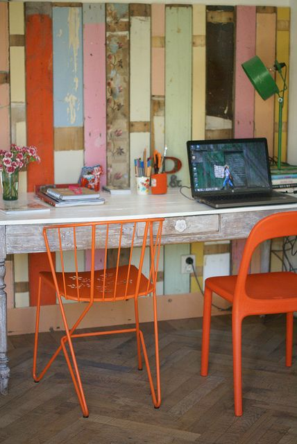 brilliant: Interiors Design Offices, Wall Wood, Pallets Wall, Home Interiors, Crafts Rooms, Orange Chairs, Reclaimed Wood Walls, Design Home, Reclaimed Woods Wall