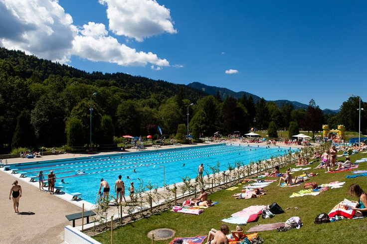 Summer at the outdoor pool centre, Morzine