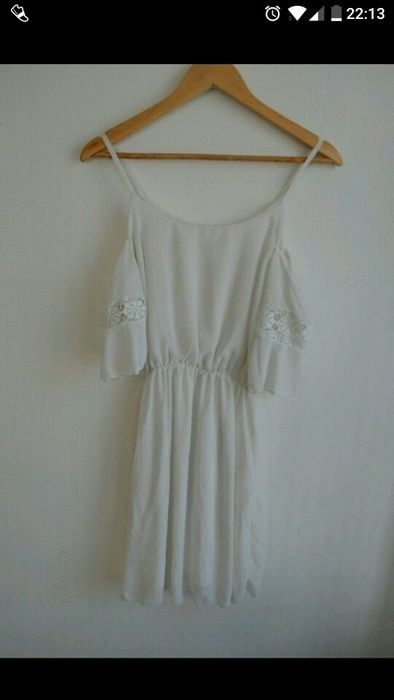 Robe blanche fluide épaules dénudées
