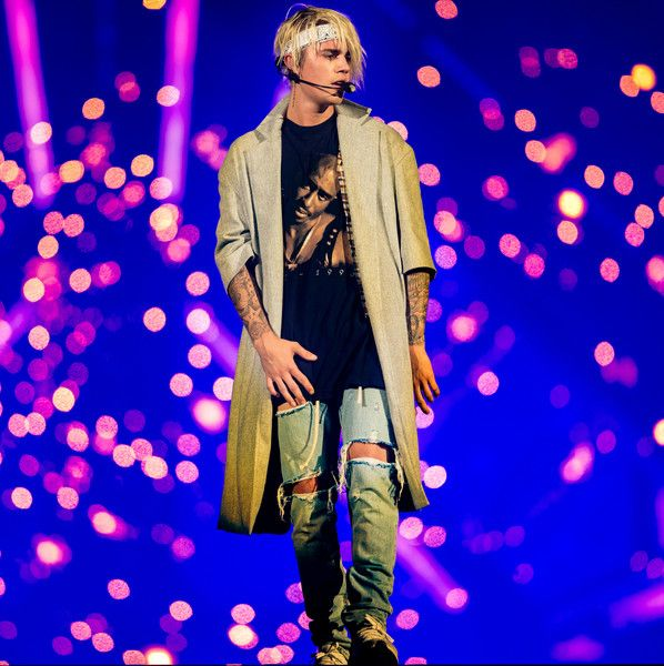 Justin Bieber Photos - Justin Bieber performs during the 2016 Purpose World Tour at Staples Center on March 20, 2016 in Los Angeles, California. - Justin Bieber in Concert - 2016 Purpose World Tour - Los Angeles, CA