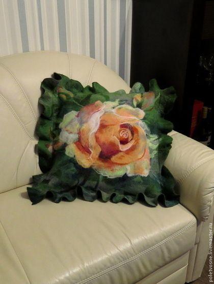 """Текстиль, ковры ручной работы. Наволочка """"Роза"""". Юлия. Ярмарка Мастеров. Подушка, подушка из войлока, интересный подарок, розовые розы"""