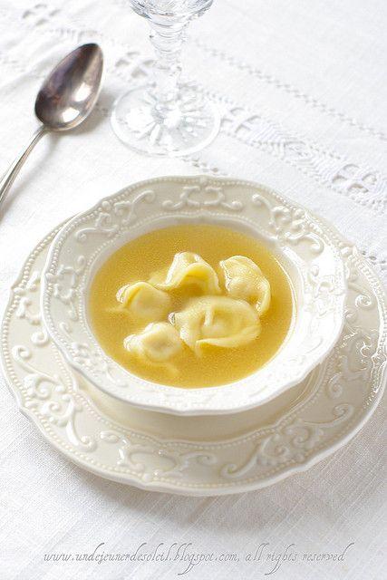 Cappelletti in brodo : ravioli di viande en bouillon de chapon, un délice réconfortant