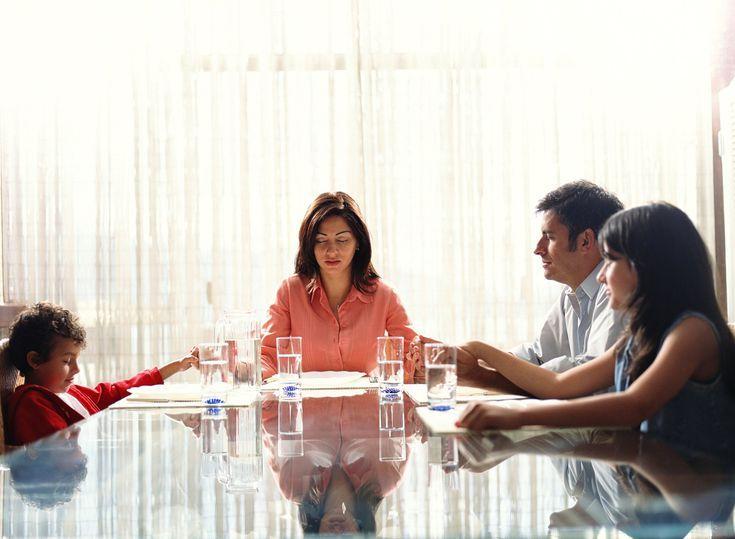 Cómo dar gracias y bendecir los alimentos - oración en la mesa