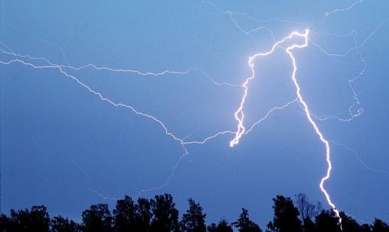 """Myrskybongari: """"Keskelle kyntöpeltoa ei kannata mennä sateenvarjon kanssa"""""""