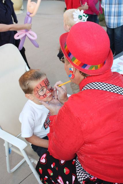 Carnival Themed Party face painter