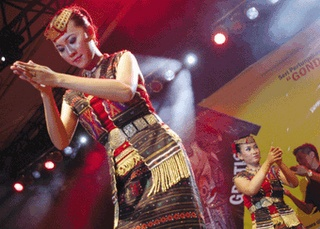 Gondang Batak and Tor Tor Dance Along with explanation From donesian
