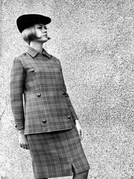Ubrania z kolekcji Mody Polskiej z pierwszej połowy lat 60