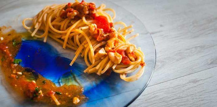 Spaghetti alla chitarra con trabaccolara viareggina. Per leggere la ricetta: http://myhome.bormioliroccocasa.it/myhome/it/home/spazio-alle-idee/idee-chef/spaghetti-chitarra.html