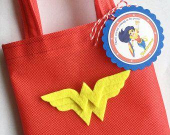 Conjunto de 12 bolsas de maravilla mujer Favor con etiquetas personalizadas gracias, mujer maravilla, maravilla mujer fiesta, cumpleaños de mujer maravilla, superhéroe chicas