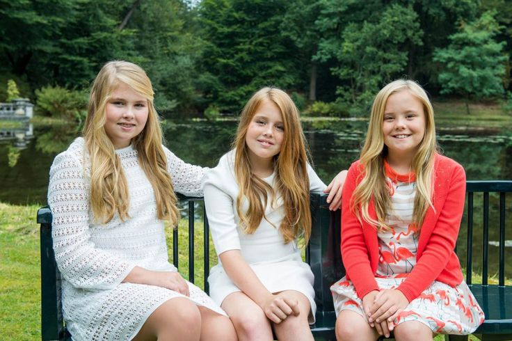Catharina-Amalia, Princess of Oranje with her younger sister Princess Alexia of the Netherlands & Princess Ariane of the Netherlands, 2016