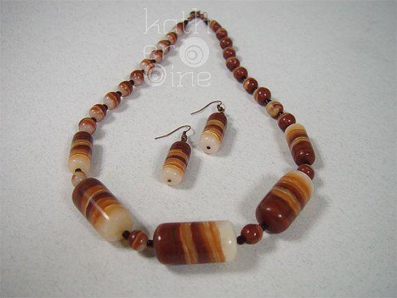 Sistema de la joyería elegante, joyería de la arcilla de polímero, imitación ónix, joyería orgánica rica, regalos únicos para ella, piedra como joyería, Brown conjunto blanco