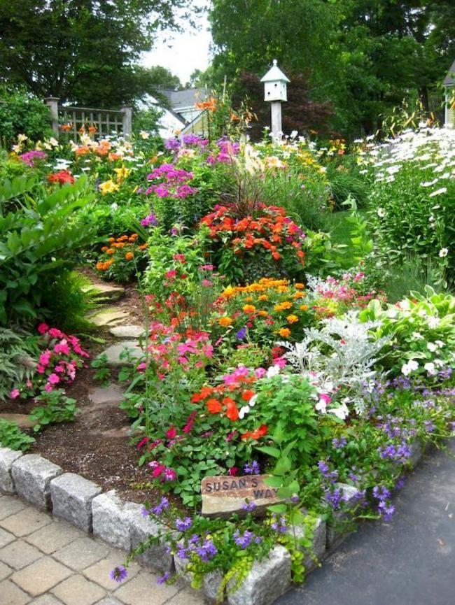 10+ Summer Stunning Flower Garden Design Inspirations