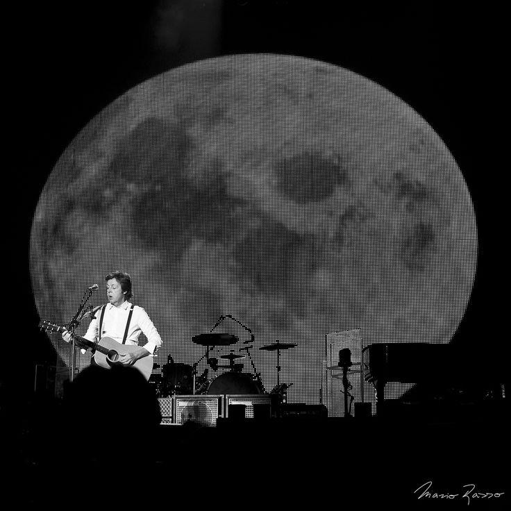 Paul / 21:53, Beatle in the Moon