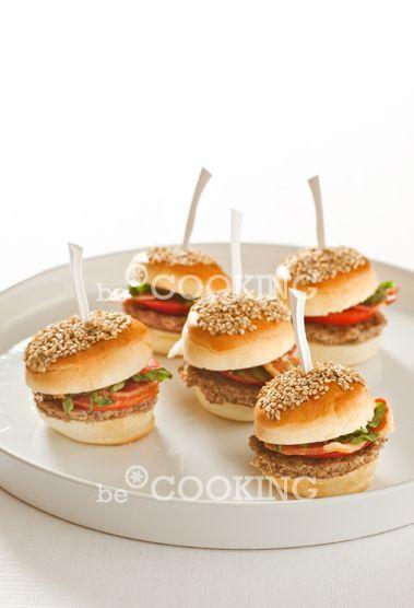 be*COOKING mini panini al sesamo piccole polpette schiacciate pomodoro bacon lattuga senape ecc.