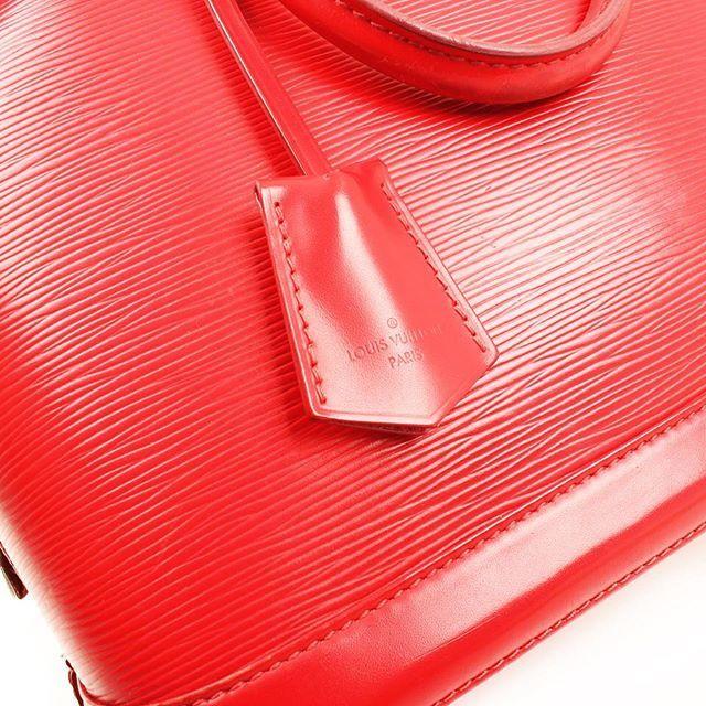 New in!🍎Beautiful #lv #alma #epi ! Red is the new black! 💥💥@cblbags #lv #luisvuitton #lvepi #lvlover #lvleather #lvalma #lviconic #lviconibag #lvbag #louisvuittonbags #prelovedlv #lvred #lvalmared #almared #almaepi #luxurybag #leather #prelovedbags #paseodegracia #barcelonagram #barcelonastore #barcelonashopping #