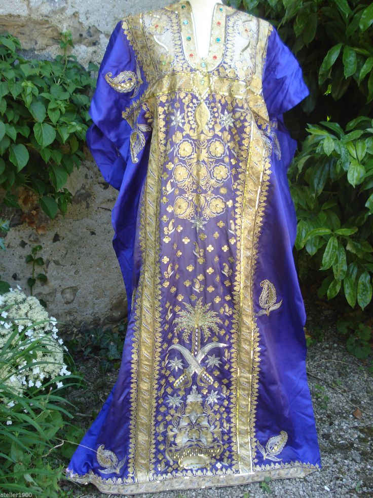 Thobe With The Same Royal Embroidered Sign Which Belongs To Pharyah Traditional Outfits Capes For Women Cape Dress