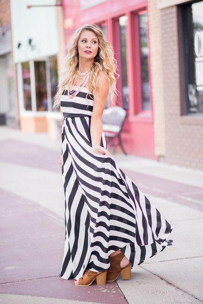 Chevron Carpet Glam Maxi Dress (Black)