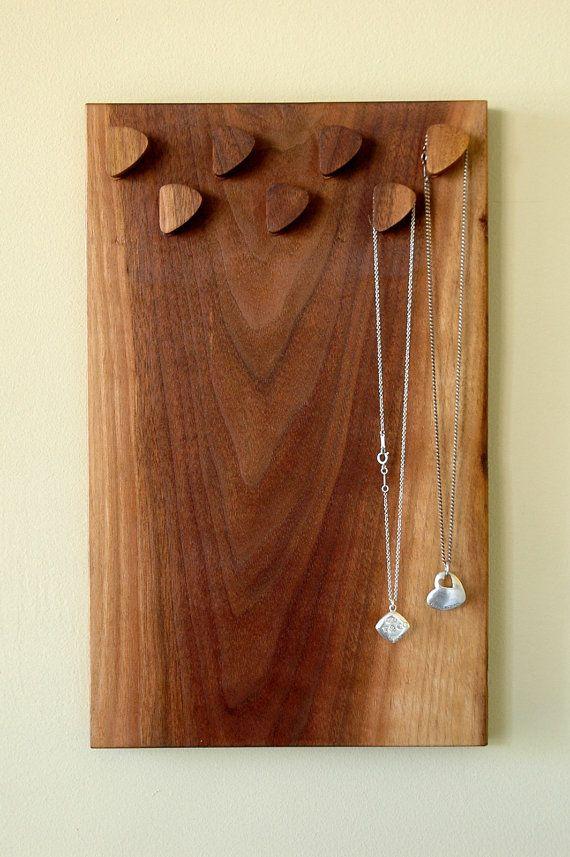 Gemonteerde ketting wandhouder en weergave gemaakt van massief notenhout Made in Canada #3