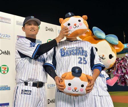 Kazunari Tsuruoka and Yoshitomo Tsutsugoh (Yokohama DeNA BayStars)