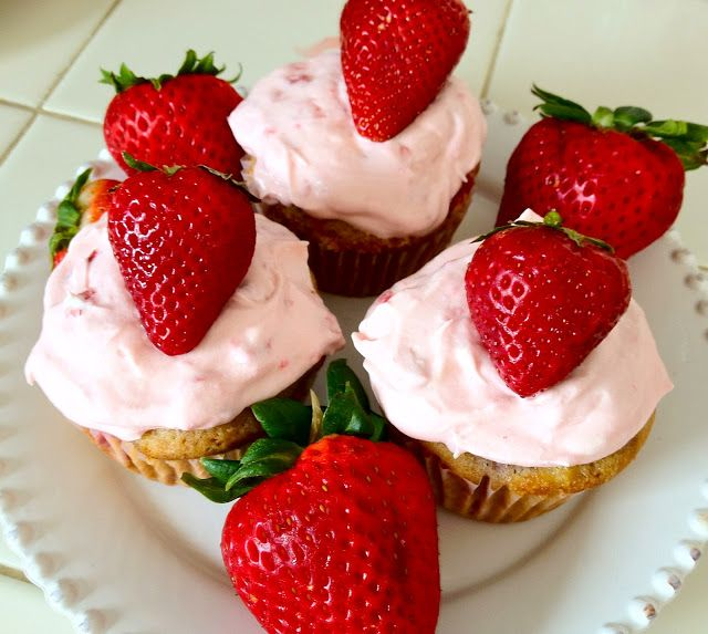 Perfectly Pink Strawberry Cupcakes | Yummy! | Pinterest