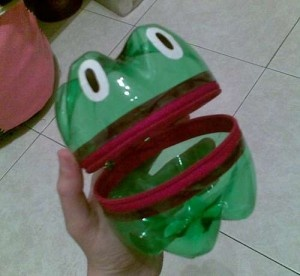 Cool little frog easy art project made out of plastic for Art out of plastic bottles