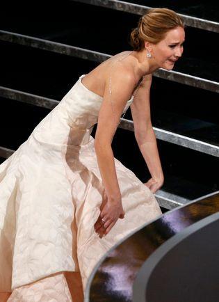 Jennifer Lawrence & Garcinia Cambogia: Reason for Repated Oscar Falls? - http://www.garcinia-cambogia-review.com/jennifer-lawrence-oscar-fall-garcinia/