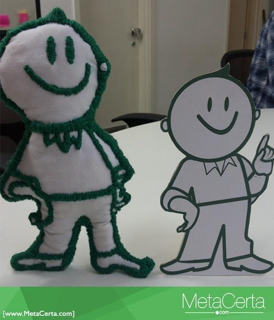 O Johnnie saiu do papel e virou um boneco de pano! A Bonecos Descolados (http://on.fb.me/12cE0Xf) fez nosso fiel companheiro à mão e com todo carinho. Olha que lindo!