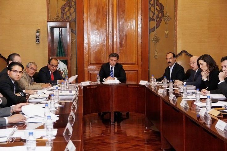 Analiza el secretario de Educación Pública con su equipo de trabajo Evaluación del Desempeño y avance de la Reforma Educativa