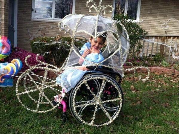 Disfraces para niños en silla de ruedas: Cenicienta en su carroza