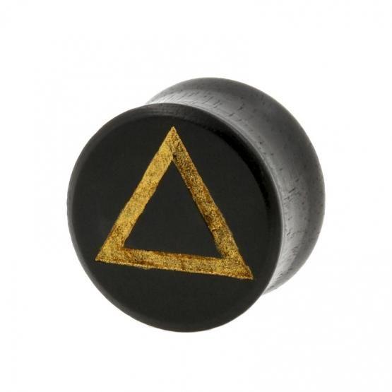 De tofste houten plugs voor je opgerekte oorlellen! Deze mooie plugs zijn gemaakt van hout en zijn aan de voorzijde gegraveerd met een driehoek. De voorzijde is vervolgens afgewerkt met een mooi laagje goudkleurige verf, waardoor deze plugs er extra chique uitzien. Double flared plugs, je hebt dus geen o-ringen nodig om deze plugs op hun plek te houden. Supermooie piercing plugs die niet in je collectie mogen ontbreken!