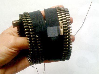 Estilista ensina a fazer um bracelete com zíper reciclado — EcoDesenvolvimento.org: Sustentabilidade, Meio Ambiente, Economia, Sociedade e Mudanças Climáticas