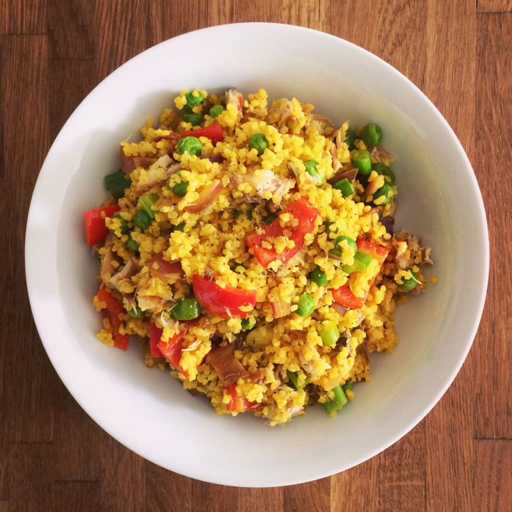 A kedgeree of sorts: smoked mackerel, red pepper, peas, spring onions. Using bulgar wheat instead of rice and lots of turmeric, of course.