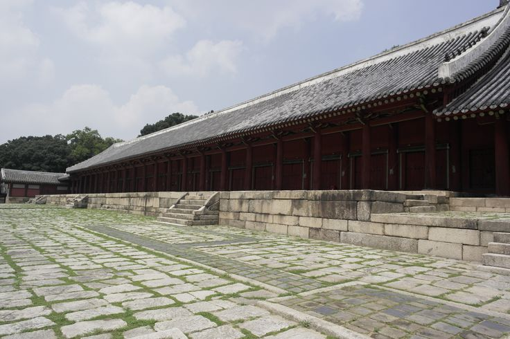종묘(宗廟/Jongmyo Shrine):Jongmyo is the oldest and most authentic of the Confucian royal shrines to have been preserved. ( http://whc.unesco.org/en/list/738 )