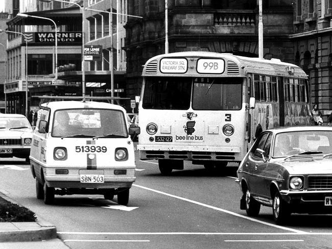 A 'Beeline Bus' in Adelaide's CBD, 1977.