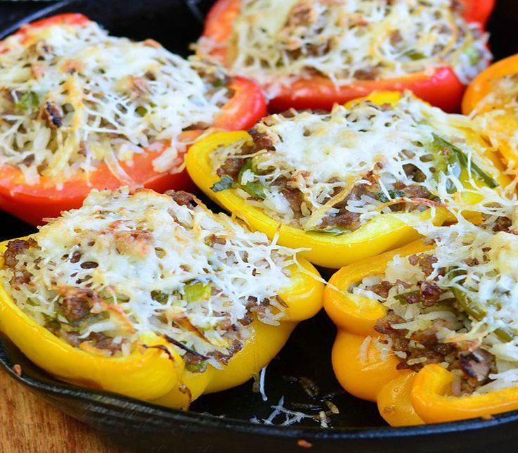 Γεμιστές πιπεριές με λουκάνικο και παρμεζάνα