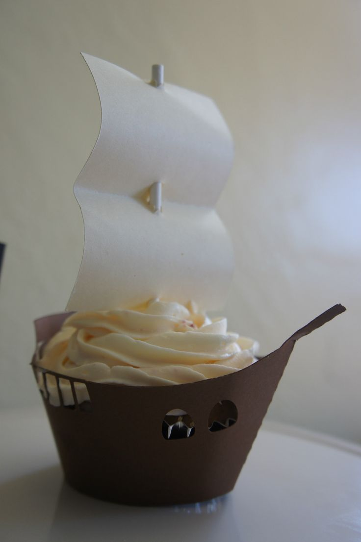 pirate ship cupcake