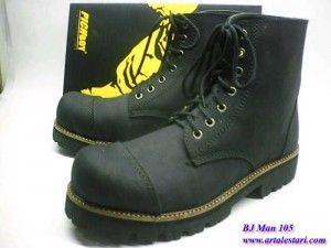 Sepatu Boots PriaSepatu Boots Pria PickBoy.  Toko sepatu boots online kami menyediakan sepatu boots pria, model sepatu yang cocok untuk anda yang suka dengan alam dan berpetualang. Sangat cocok untuk anda dan terlihat lebih macho. Kami toko sepatu online menjual sepatu boots pria dengan harga yang terjangkau.