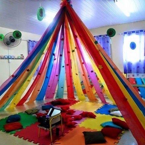 Um cantinho especial para contação de histórias! By pinterest #metodologias #preschoollife #preschoolclass #preschooltea...