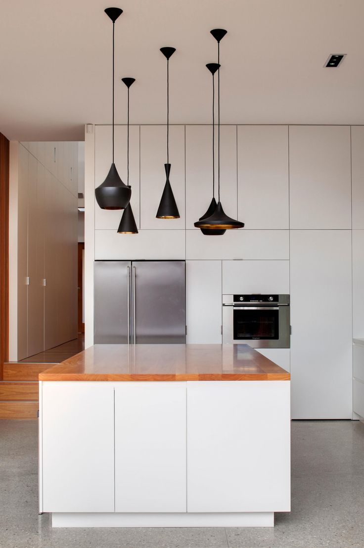 Kitchens that get pendant lights right. Photography by Murray Fredericks. Designed by CplusC Architectural Workshop (cplusc.com.au).