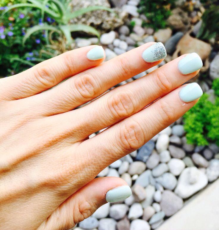 Ricostruzione unghie color azzurro acqua