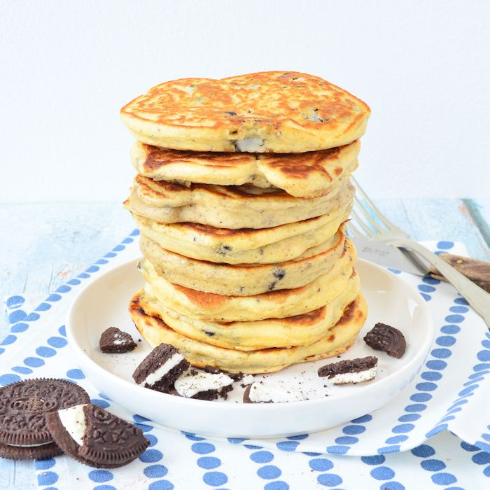 Misschien wel de beste pancakes ooit: Oreo pancakes! Ontbijt, lunch, brunch of diner, deze pancakes wil je op ieder moment van de dag eten!