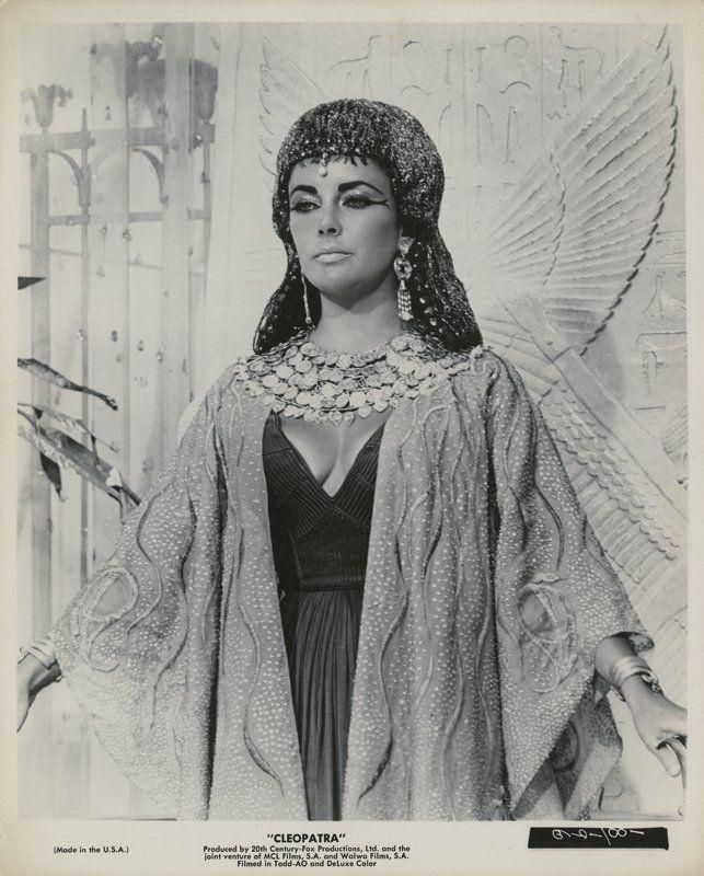 Ελίζαμπεθ Τέιλορ (22) Κλεοπάτρα Vintage φωτογραφίες. : Lot 281