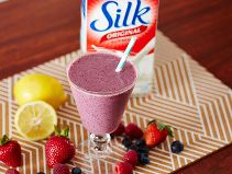 Did you know Silk® has a ton of Smoothie Solutions, like this Yogurt Berry Drink?
