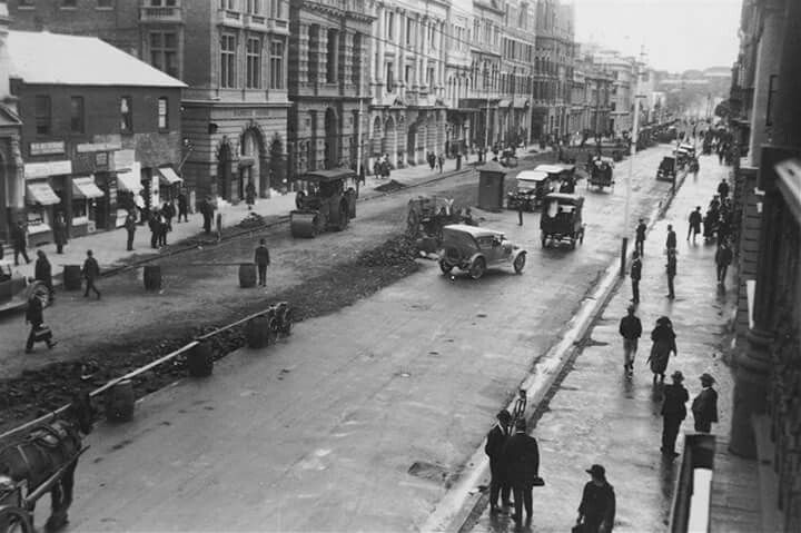 St George's Terrace in Perth in the 1920s.