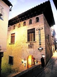 Cerraduras Wireles para el nuevo Hotel Cardenal Ram de Morella - Castellon.  Ubicado en un antiguo palacio medieval, de estilo gótico, que perteneció a la familia Ram, en la que adquirió especial renombre el cardenal, que estuvo estrechamente vinculado al papa Benedicto XIII, el célebre Papa Luna, durante el Cisma de Occidente.