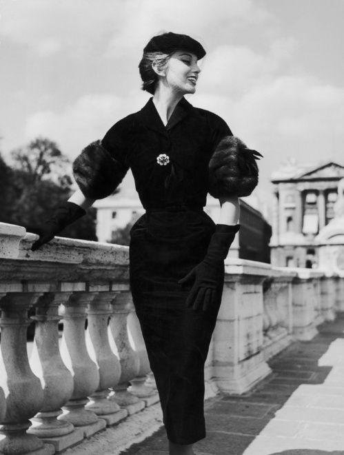 Chanel présentera sa collection croisière 2018 à Paris   Vogue
