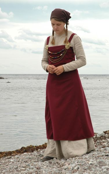 Sofia Jansson's apron dress, based on Historiska Världar's version, from Sysidan