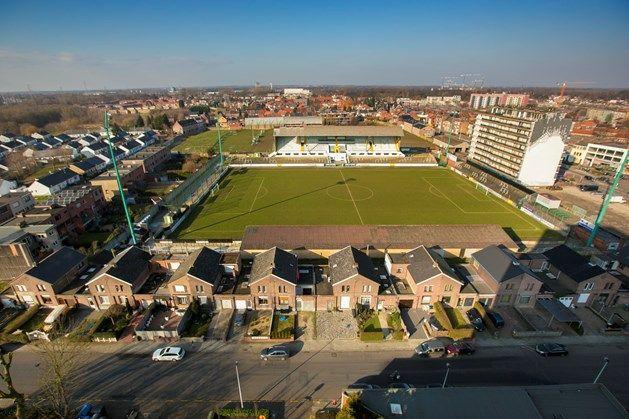 Het Oscar Vankesbeeckstadion is een voetbalstadion in de Belgische stad Mechelen, gelegen in het noordelijke stadsdeel Mechelen-Noord. Het is het thuisstadion van voetbalclub Racing Mechelen.  Het stadion ligt aan de Antwerpsesteenweg, buiten de stadsring. Het stamt uit 1923 en is vernoemd naar de ex-voorzitter van de club: Oscar Van Kesbeeck. Het telt 13.687 plaatsen, waarvan ongeveer 1.900 zitplaatsen en enkele tientallen business-seats.
